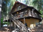 Looking for a genuine cabin retreat on Lake Cle Elum?  3BR + Loft / 2 BA