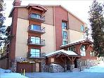 Cozy Mountain Lodging - Walking distance to town and Peak 9 (7011)