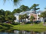 Golf course condo, minutes to the beach