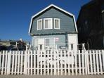 Stay on the Boardwalk! 3 Bedroom Beach Cottage! Spacious Patio! (68154)