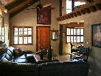 Quaint Getaway Oak Creek on winery row near Sedona