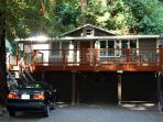 """Evergreen Cottage"" Hot Tub, Fireplace, Remodeled, Near town & restaurants"