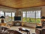 Oceania Beach House - Great Ocean Views, Close to Oregon Coast Aquarium