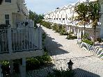 June Spec $1000/wk-3 Bdrm Easy Beach/ Pool Access