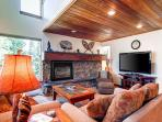 Tyra Summit Ski-in/Ski-out 3BR Loft Shared Hot Tub Garage Breckenridge