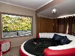 MILLION Dollar Views &amp; ROUND bed Auckland holiday