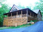 Bruin`s Den - Upscale Group Getaway Just Outside Bryson City with Hot Tub, Jetted Bath Tub, Fire Pit, Internet, and Xbox 360