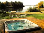 Beautiful Spacious Lakeside Cottage with Hot Tub