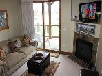 HGL202 Attractive Condo w/Elevator, Shuttle, Fireplace, Common Hot Tub, Wifi