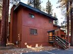 Delightful end unit condo- mountain décor, near hot tub, 2 decks, w/d
