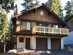 Spacious quiet chalet that backs to the forest!