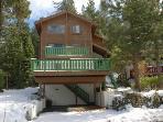 Comfortable pet friendly chalet with lake views and pool table!