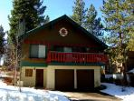 Spacious family chalet- wood fireplace, loft, 2 car garage, w/d