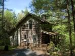 Ashe Mountain Dream - Antique Style Log Cabin w/ Hot Tub - Near Todd &amp; WJ