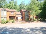3BR townhome on Big Boulder Lake, A/C,Wifi.Sleeps8