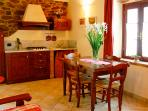 Apartment in tuscan style guesthouse, 6 pers