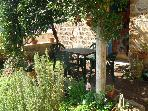 holiday flat with garden, parking, old tuscan town