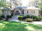 3BR, Sea Pines, drive to beach, private pool-Hideaway
