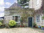 HILL HOUSE COTTAGE, pet friendly, character holiday cottage, with a garden in Templecombe, Ref 2773