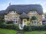 LITTLE THATCH, family friendly, character holiday cottage, with a garden in Shorwell, Ref 4270