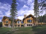 Luxurious 5BR Log Home on 50 Private Acres - Gourmet Kitchen, Outdoor Hot Tub, Magnificent Views & More