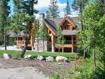 RUSTIC CHARM-PURE LUXURY near Glacier Park & Golf