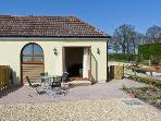 2 THE STABLES, pet friendly, country holiday cottage, with a garden in Ryde, Isle Of Wight, Ref 12934