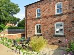 THE LODGE AT CROSS COTTAGE, first floor apartment, open-plan living area, patio area in Holt, Ref 15725