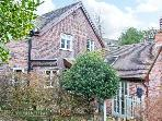 SLEEPY HOLLOW, woodburning stove, off road parking, garden, in Jackfield, Ref 16362