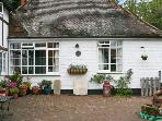 OLD TUDOR COTTAGE ANNEXE, pet friendly, country holiday cottage, with a garden in Henfield, Ref 1662