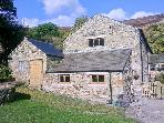 THE STABLES stunning views, family-friendly, close to village of Edale Ref 19357