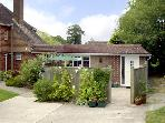 HOLLY COTTAGE, country holiday cottage, with a garden in Balcombe, Ref 2028