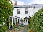 RAILWAY COTTAGE, family friendly, with a garden in Fairbourne, Ref 4268