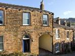 THE OLD POLICE HOUSE, family accommodation, with four bedrooms, two bathrooms, and a sitting room in Matlock Bath, Ref 9254