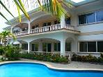 Ocean Breeze 15 - Beautifully Decorated Spacious Condo, Walk to the Beach