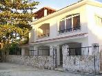 Private Villa 4 Bedrooms-6 Minute Walk to Beach