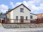 CEDAR COTTAGE, hot tub, en-suite bedrooms, working farm near Kidwelly, Ref: 14184