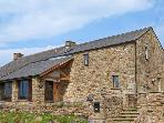 PENNY BARN excellent cottage, one double bedroom, perfect for romantic retreat in Bentham, Ref 16359