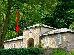 GROOM'S COTTAGE, romantic, character holiday cottage, with a garden in Kendal, Ref 2237