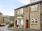 BUTTERFIELD COTTAGE, family friendly, country holiday cottage in Haworth, Ref 2447