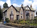 THE OLD VICARAGE, romantic, luxury holiday cottage, with a garden in Kendal, Ref 2657