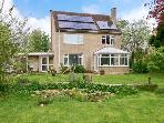 MAULEY HOUSE, large property, open fire, lawned garden in Fairford, Ref 8951