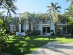Grand Kahala 5BR Estate, Pool, Steps to Beach, A/C