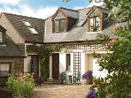 Pet Friendly Holiday Cottage - Glengeordie Cottage, Burton