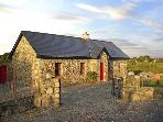 TIGH MHICIL THOMáIS, family friendly, character holiday cottage, with a garden in Cashel, County Galway, Ref 10259