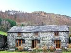 HENDRE HOUSE BARN, multi-fuel stove, en-suite, mountain views in Abergynolwyn, Ref 10446