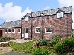 THE BARN, family friendly, country holiday cottage, with a garden in Rossett, Ref 10477
