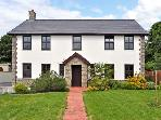 DYFFRYN HOUSE, pet friendly, with hot tub in Kidwelly, Ref 11256