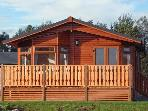 25 SILVERDALE, pet friendly, country holiday cottage, with pool in South Lakeland Leisure Village, Ref 11781