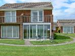 SEASCAPE sea views, family friendly, next to beach in Kessingland Ref 11801